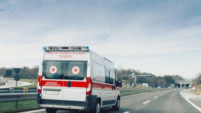 """Bus belandt naast de baan in Italië: """"Dode en tientallen gewonden"""""""