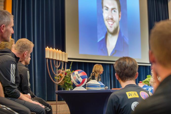 Herdenkingsdienst voor de overleden sportdocent Isedorn College Gerben Eskes.