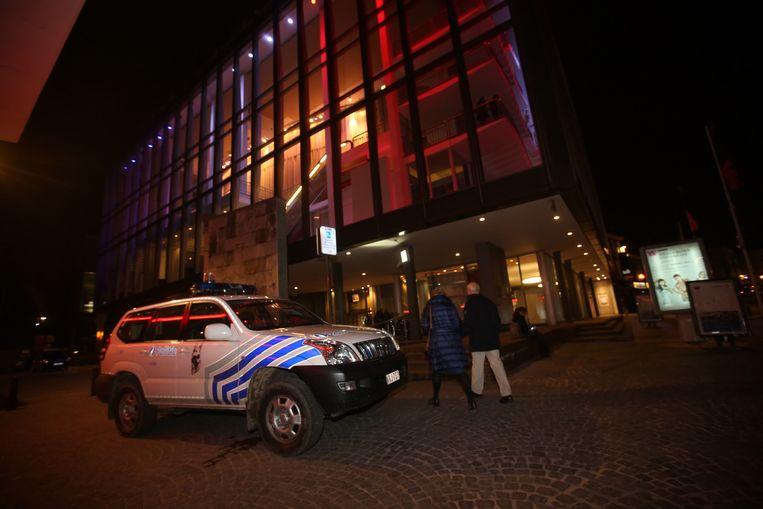 De politie is zichtbaar aanwezig aan CC De Werf.