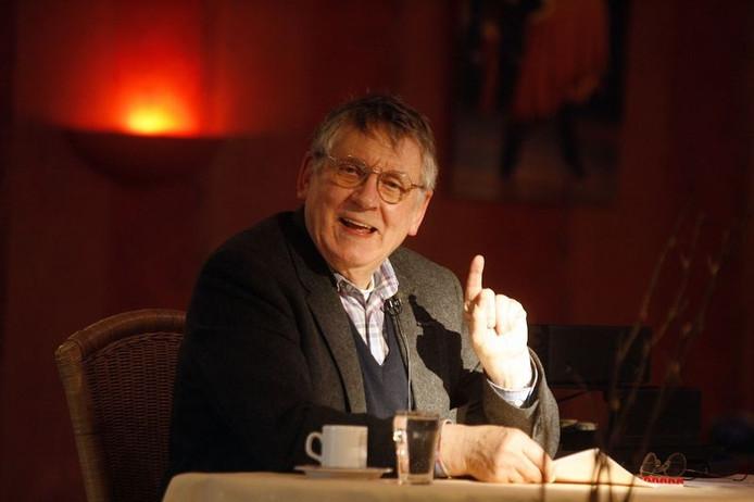 Acteur John Lanting vertelt in Geldrop over de tango.