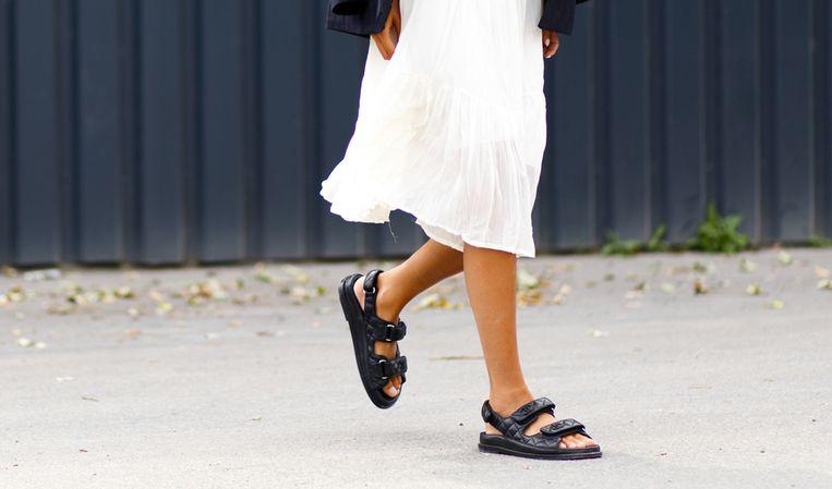 De bewuste sandalen van Chanel.