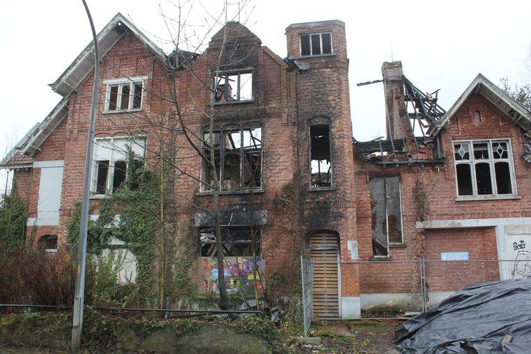 De leegstaande gebouwen op de Du Parc-site liggen er al een tijd verloederd bij.
