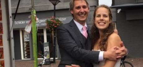 Michiel en Vanesse kleden zich jaar lang in trouwkleding
