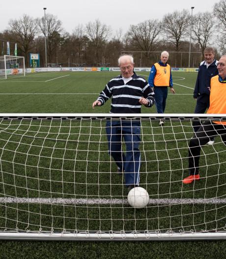 Ook in Lochem is het 'wandelvoetbal' nu echt in beeld