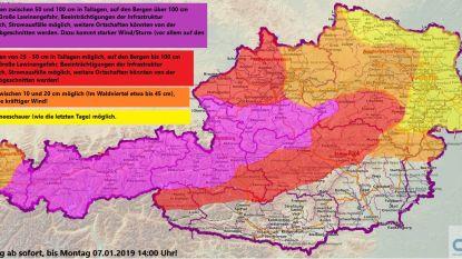 Sneeuwchaos in Oostenrijk: dorpen afgesloten van buitenwereld, Touring raadt wintersporters aan vandaag nog te vertrekken