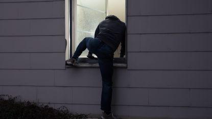 Inbrekers forceren raam op eerste verdieping en maken juwelen buit