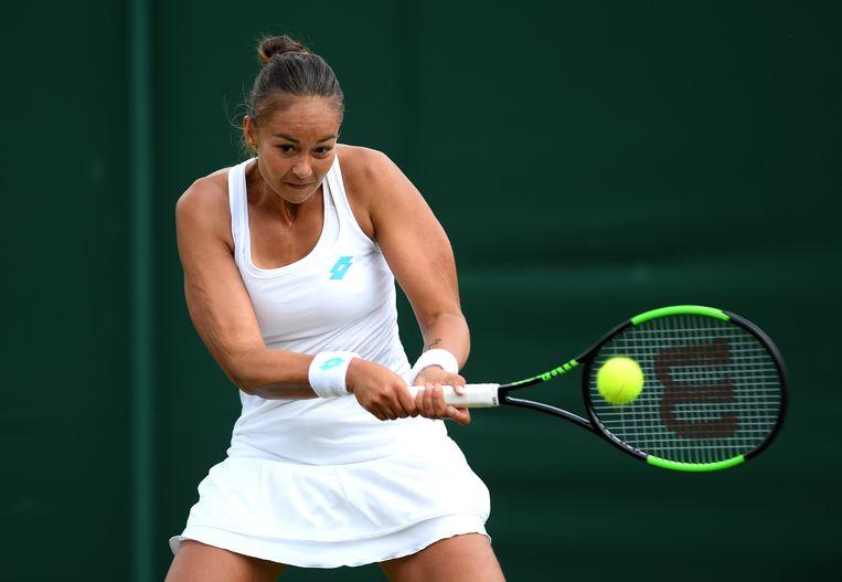 Lesley Kerkhove in actie tijdens haar Wimbledon-partij tegen de Servische Ivana Jorovic. Beeld Getty Images
