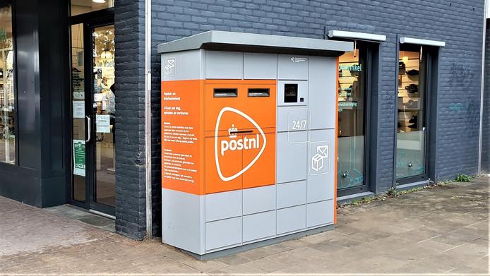 Pakket- en brievenautomaat aan de Tarwelaan in Eindhoven. PostNL plaatste zeven van deze PBA's in de stad.