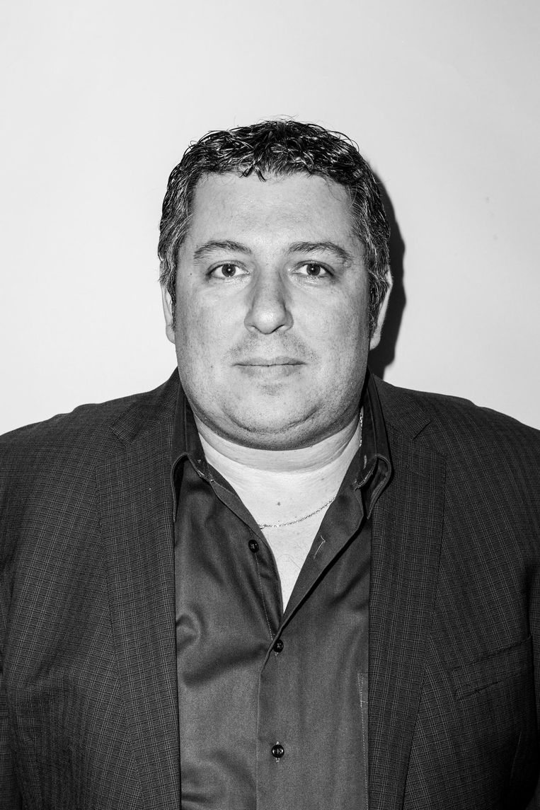 Robert Vuijsje (46) debuteerde in 2008 met de roman Alleen Maar Nette Mensen, over de gecompliceerde romance tussen David, de joodse gymnasiast uit Oud-Zuid en Rowanda, de alleenstaande moeder van Surinaamse afkomst uit de Bijlmer Beeld Linda Stulic