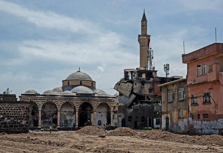 Schade in het Turkse Diyarbakir na schermutselingen tussen Turkse troepen en koerdische militanten. Beeld afp