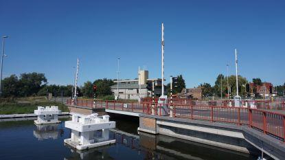Plassendalebrug binnenkort afgesloten  omdat toplaag wordt vernieuwd