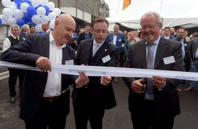 De nieuwe suikerterminal werd feestelijk geopend door burgemeester Bart De Wever en schepen Marc Van Peel.