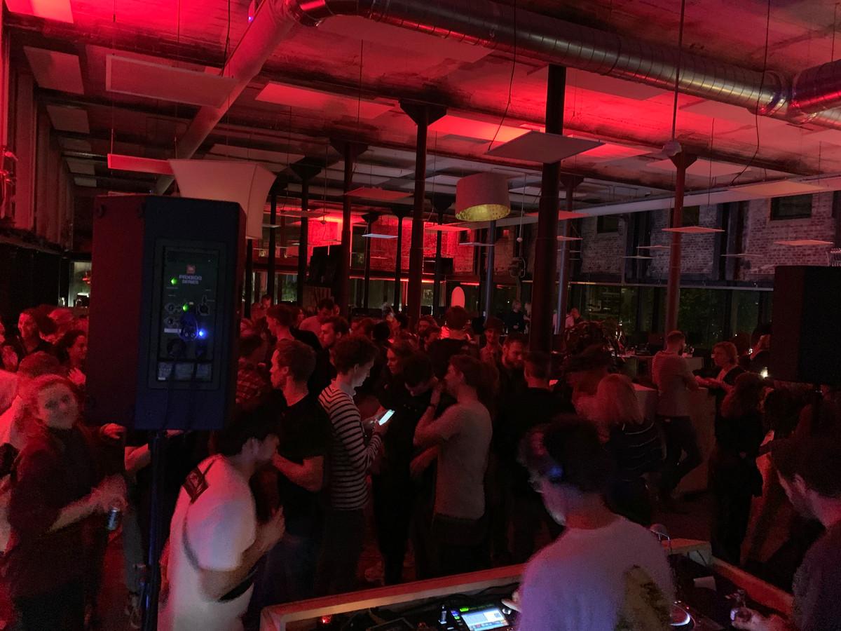 Museumnacht Enschede, de redactie van Tubantia is een dansvloer geworden.