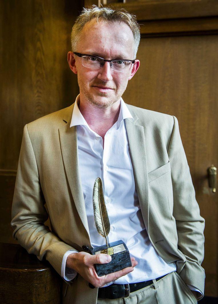 Schrijfer David Reybrouck met de Gouden Ganzenveer. Beeld epa