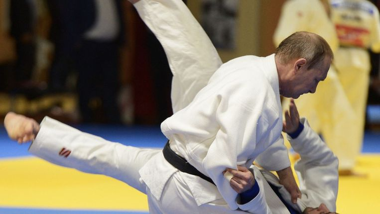 Poetin op de judomat. Beeld afp