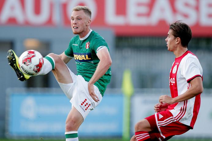 Renny Smith bracht FC Dordrecht voor de rust de hoop terug door de 2-3 te scoren.