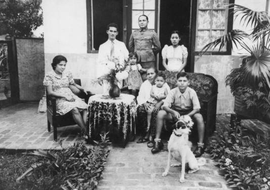 Familieportret in Bandung.
