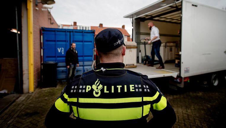 De politie doet in 2016 invallen in drugslaboratoria in Eindhoven en Moergestel. Beeld ANP