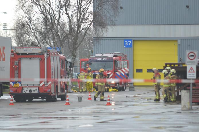 De brandweer in actie bij metaalverwerker Aurubis in Zutphen.