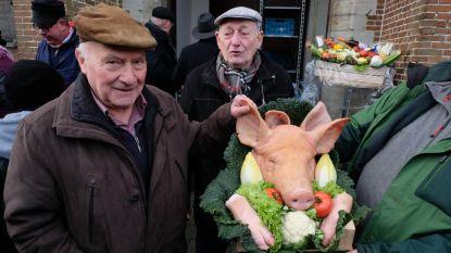 Nieuwjaarsreceptie met gebak en...varkenskoppen