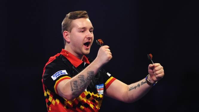 """Indrukwekkende Van den Bergh bereikt kwartfinales Grand Slam of Darts: """"Gezwollen vingers door adrenaline"""""""