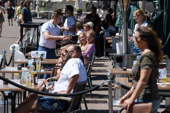 Er hebben zich geen problemen voorgedaan rondom de heropening van cafés en terrassen, zegt de Veiligheidsregio Twente.