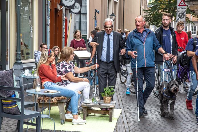 Burgemeester Henk Jan Meijer mocht vorige week zelf ervaren hoe (on)toegankelijk zijn stad is.