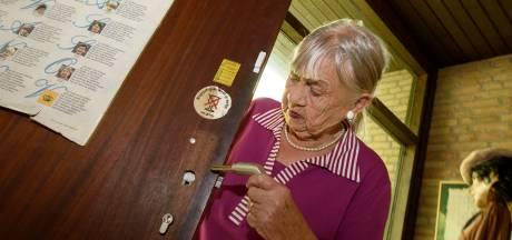 Slotenmaker schiet 'opgelichte' Mien Flik uit Valkenswaard te hulp: een nieuw slot voor niks
