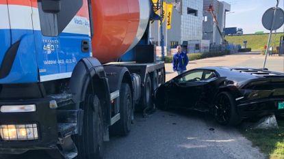 Cementwagen rijdt over gloednieuwe Lamborghini