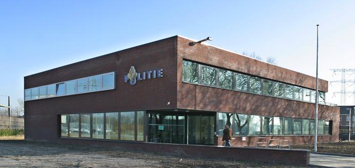 Het voormalige politiebureau aan de Amerweg 15 in Geertruidenberg.