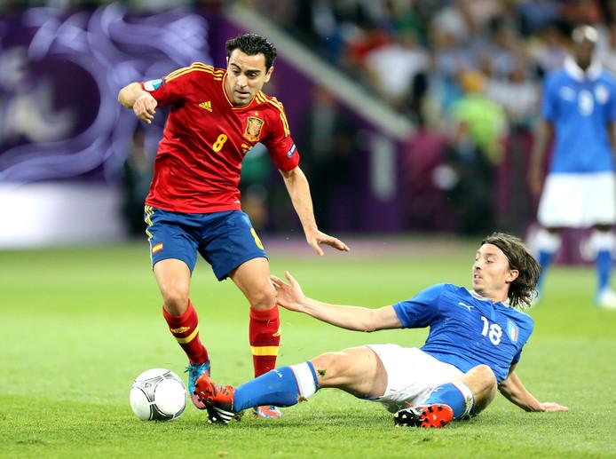 Xavi in actie voor Spanje tegen Italië op het EK 2012.
