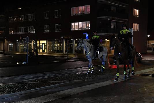Politie te paard in het centrum van Cuijk.