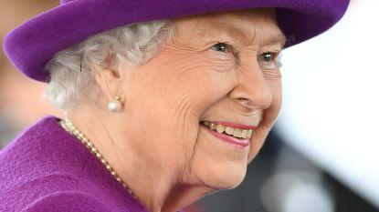 Britse hofhouding is jaloers op kledingadviseur van Queen Elizabeth