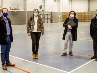 Inwoners Klein-Brabant krijgen coronavaccin in Sport- en Evenementenhal, Willebroekenaars zijn welkom bij AED.