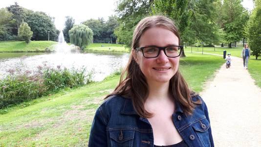 Laura Timmermans (26) bij haar meest dierbare plek in Roosendaal: het park aan de Parklaan.