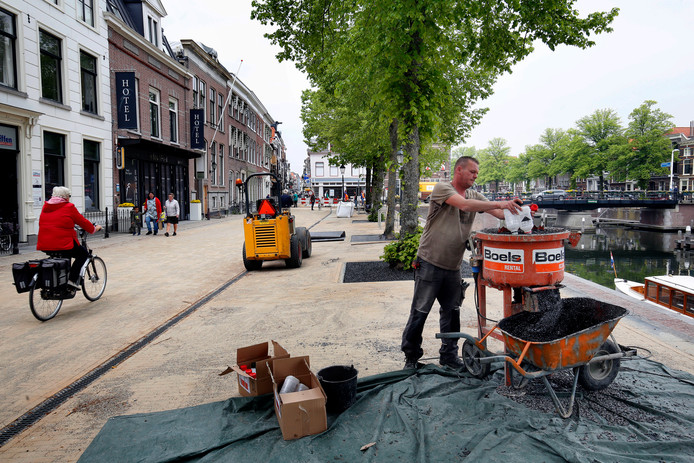 De stratenmakers op het Eind zijn klaar, maar het werk is nog niet afgerond.