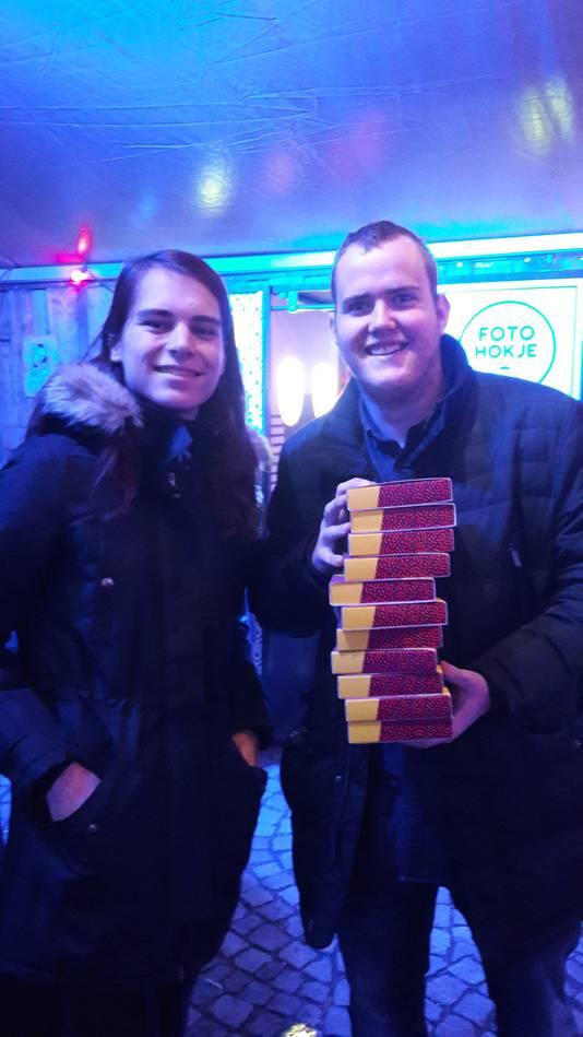 Dylan Verstappen uit Asten (rechts) en Tom van Vijfeijken uit Deurne kochten elf Paaspop-tickets voor hun vriendengroep.