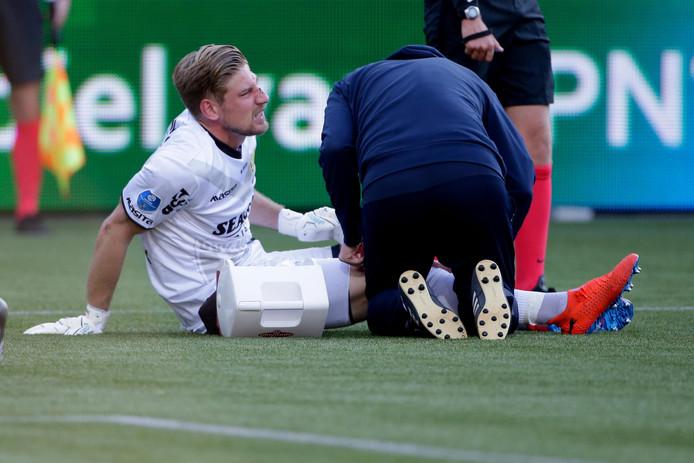 Lars Unnerstall raakte geblesseerd aan zijn knie in het laatste competitieduel.