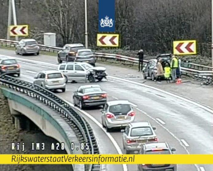 Op de verbindingsweg tussen de A28 en A27 is een flink ongeluk gebeurd.