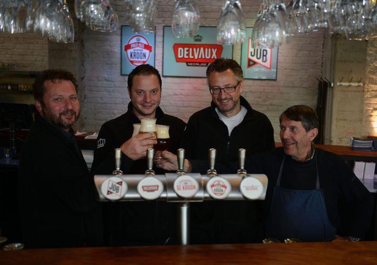 Kwinten De Paepe (tweede van links) met voorts van links naar rechts vennoot Peter Delvaux, kok Wim Dierckx en brouwer Hubert Decoster. De topkok wil zich ook meer met bier bezighouden.