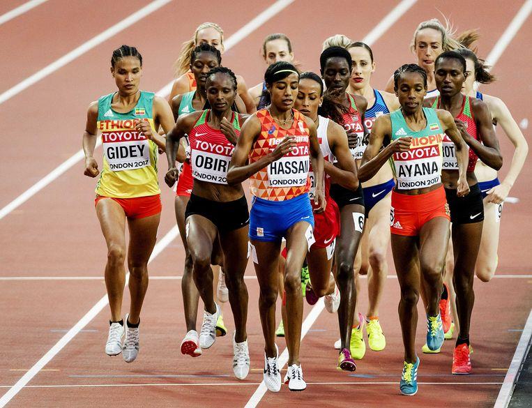 Sifan Hassan tijdens de finale 5000 meter op het WK atletiek in het Olympisch Stadion.  Beeld ANP