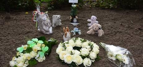 In plantenbak gevonden baby zonder naam zijn graf in