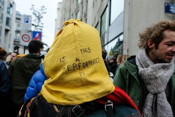 kunstenaars betogen aan het Vlaams Parlement