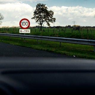 dit-moet-er-gebeuren-voor-we-langzamer-kunnen-rijden