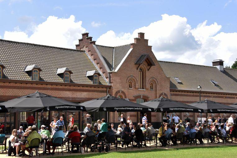 Het terras van brasserie Colonie 7 in Merksplas.