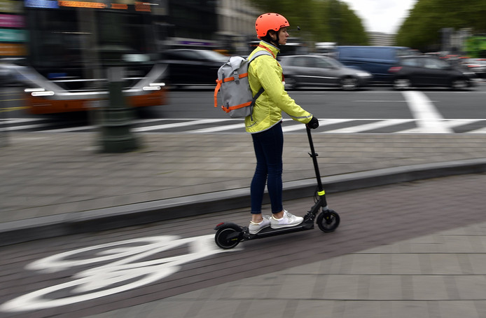 In Brussel rijden al volop e-steps, al hebben aanbieders van deelsteps wel ontdekt dat er geen droog brood mee te verdienen valt.