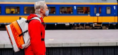 Mondkapjes zijn ramp voor mensen met hoorproblemen: gehoorapparaat verdwijnt bij afdoen