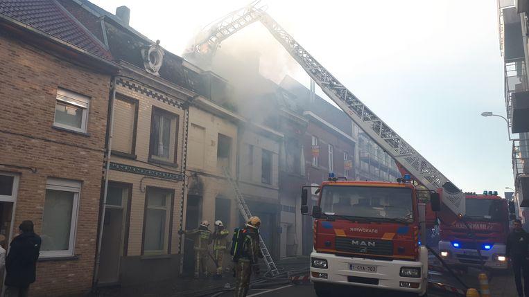 Vijf woningen liepen schade op bij de brand.