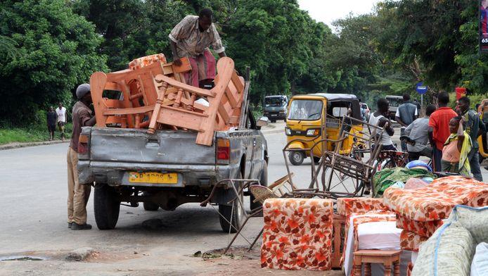 Burundezen ontvluchten de hoofdstad Bujumbura uit angst voor een escalatie van het geweld.