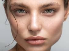 Le Soap Brows, l'étrange tendance pour se dessiner des sourcils parfaits